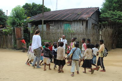 Im Sozialarbeit - Projekt in Madagaskar bereitest du Kinder spielerisch auf ihre Einschulung vor