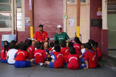 Besprechung mit den Sportschülern vor dem Spiel