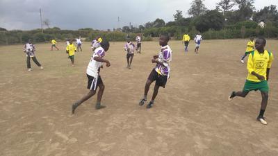 Traininere in Kenia Kinder und Jugendliche in verschiedenen Sportarten