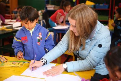 Im 19+ Special in Peru kannst du Freiwilligenarbeit in Kindertagesstätten leisten.