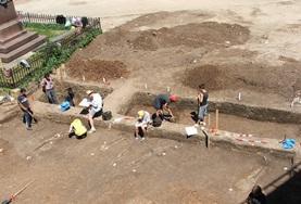 Freiwillige bei Ausgrabungen im Archäologie-Projekt in Rumänien.