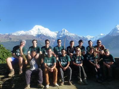 Leiste in Nepal Freiwilligenarbeit in einem Projekt deiner Wahl und entdecke die atemberaubende Landschaft.