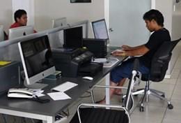 Eine Journalismus - Praktikantin interviewed eine Gruppe aus Schüler/innen auf Samoa über ihre Berufswünsche.