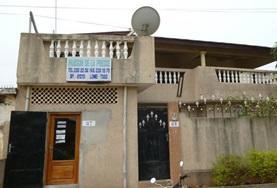 Ein Fernsehinterview mit einem traditionellen Gemeindeoberhaupt im Journalismus - Praktikum in Togo.