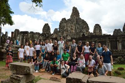Auf der Jugendreise für 12 bis 15 – jährige wirst du auf einem Wochenendausflug die Tempelanlage Angkor Wats besuchen