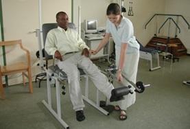 In Ghana sammelst du Praxiserfahrung in der physiotherapeutischer Arbeit, die mit wenigen und einfachen Arbeitsmaterialien auskommen muss.