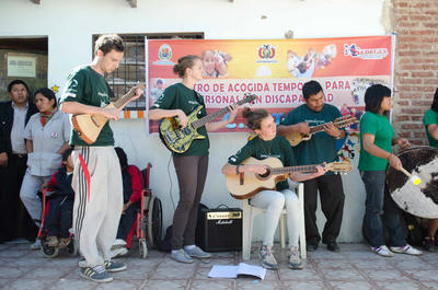 Leiste Freiwilligenarbeit im Musik-Therapie - Projekt in Bolivien!