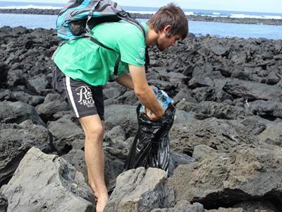 Im Naturschutz – Projekt in Ecuador setzten sich Freiwillige für die Reinhaltung der Strände und des Meeres ein