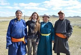 Ganz weg vom Alltagstrubel zu Hause lebt diese Freiwillige bei einer Nomadenfamilie in der Mongolei im Einklang mit der Natur und den Jahreszeiten.