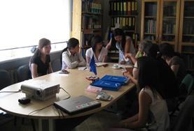 Praktikant/innen im Jura - Praktikum in der Mongolei bei einer Sitzung in unserem Menschenrechts - Büro in Ulan Bator.