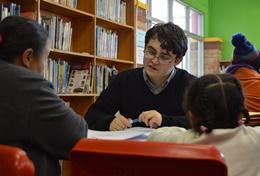 Schüler/innen im Schulferien - Special Menschenrechte im Gespräch mit einem Experten in unserem Menschenrechtsbüro in Kapstadt.