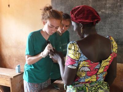 Leiste Freiwilligenarbeit und sammle wertvolle medizinische Praxiserfahrung in deinen Sommerferien in Togo