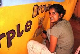 Als Teil deines Freiwilligendienstes in Sri Lanka wirst du Schulgebäude verschönern und zum Beispiel Wandbilder gestalten.