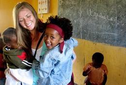 Jedes Kind auf der Welt sollte die Chance auf eine gute Ausbildung erhalten, daran kannst du mit deiner Freiwilligenarbeit mithelfen.