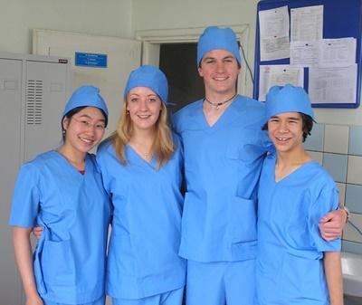 Freiwillige im Schulferien - Special in ihrem Medizin - Prakitkum