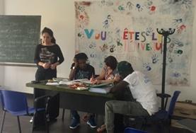 Als Freiwillige kannst du im Flüchtlingshilfe - Projekt in Italien mit Sprachunterricht helfen.