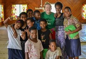 In einem Gemeindezentrum in Nadi findet unsere Sommercamp statt, in dem wir Kinder der Gemeinde in ihren Ferien betreuen und weiterbilden.
