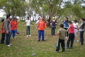 Engagiere dich sozial in Marokko und bringe den Kindern während deines Freiwilligendienstes neue Lern- und Basteltechniken bei.