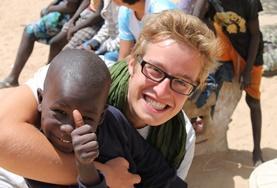 Im Senegal kannst du dich mit Freiwilligenarbeit sozial für benachteiligte Kinder einsetzen.