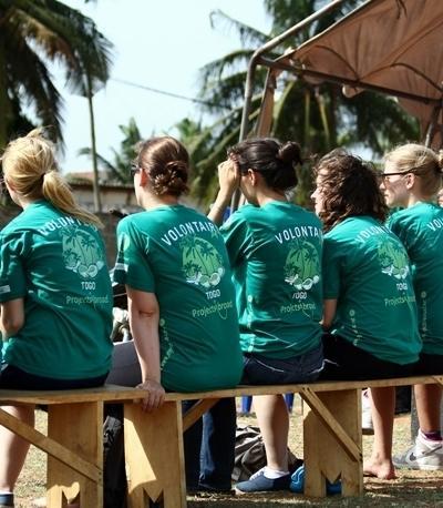 Freiwillige während der Mittagspause im HIV/AIDS - Projekt in Togo
