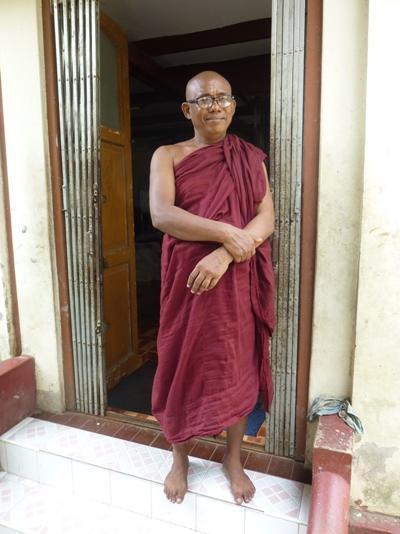 Abt und Schulleiter Ueindaka Sarabhiwansa in der Klosterschule in Myanmar