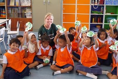 Freiwillige im Sozialarbeits – Projekt in Thailand