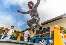Organisiere sportliche Wettbewerbe und Pausenaktivitäten für die Kids in deinem Sport - Praktikum im Freiwilligendienst in Belize.
