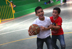 In deinem Sport - Praktikum in Costa Rica kannst du die Kids vor Ort für neue Sportarten begeistern und in deinen Lieblingssportarten trainieren.