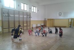 Aufwärmübungen im Sport - Projekt in Rumänien, in dem du einen Freiwilligendienst absolvieren kannst.
