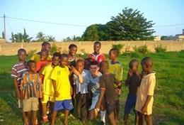 Tackeln im Sport - Praktikum in Togo, wo sowohl als Schüler/in als auch als (Sport-) Student/in teilnehmen kannst.