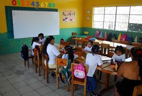 Blick in ein Klassenzimmer auf den Galapagos - Inseln, wo du einen Freiwilligendienst in unserem Unterrichts - Projekt absolvieren kannst.