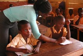 Unterstütze Schüler/innen in Ghana beim Erlernen der Englischen Sprache, damit sie in den Unterrichtsstoff der Klassenstufen ab 12 Jahren besser bewältigen können.