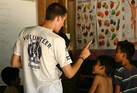 Schüler/innen in Phnom Penh in einer unserer Partnerschulen, in der das Unterrichts - Projekt stattfindet.