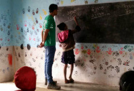 Schreibübungen machen den Meister - darum kannst du in Schüler/innen auf Madagaskar in diesem Freiwilligendienst dabei helfen.