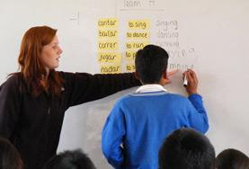 Konjugation ist einer der Aspekt der englischen Sprache, den du als Assistenzlehrer/in in deinem Freiwilligendienst in Peru unterrichten wirst.