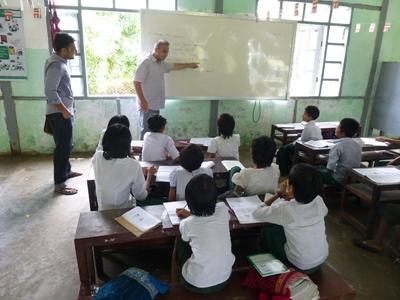 Unterrichte Englisch im Unterrichts – Projekt in Myanmar