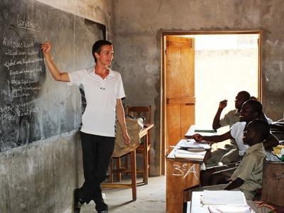 Unterrichte Schüler an einer Sekundarschule in unserem Unterrichts – Projekt in Togo