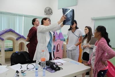 Besprechung mit dem Ärzte- und Pflegeteam in Mexiko