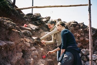 Freiwillige beim Archäologie Projekt an einer Inka Stätte in Peru