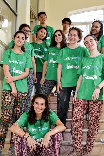 Eine Gruppe Freiwilliger in Vietnam mit Projects Abroad