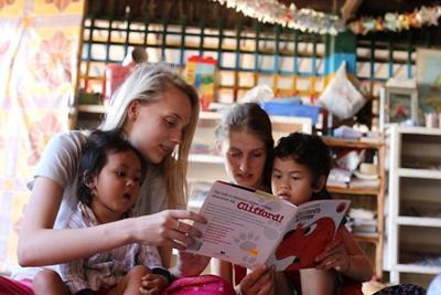 Erste Leseübungen in unseren Sozialen - Projekten