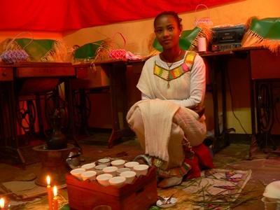 Frau aus Äthiopien in traditioneller Kleidung