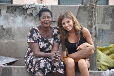 Freiwillige mit Twi Sprachkurslehrerin