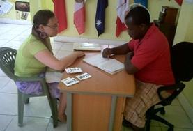 Lerne Patois von einem netten Lehrer oder einer Lehrerin vor Ort und wende deine Sprachkenntnisse direkt mit den Einheimischen an.