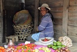 Unterhalte dich mit den Marktfrauen auf Madagassisch, das du in einem Sprachkurs mit Projects Abroad lernen kannst!