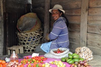 Unterhalte dich während deiner Freiwilligenarbeit auf Madagassisch mit den Marktfrauen