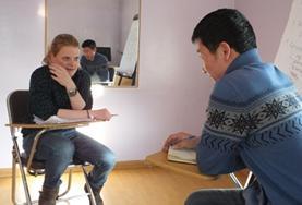 Sprachwissen in Mongolisch ermöglicht dir einen besonders Tiefen Einblick in die Kultur vor Ort, zum Beispiel als Vorbereitung für dein Nomaden-Projekt in der mongolischen Steppe.
