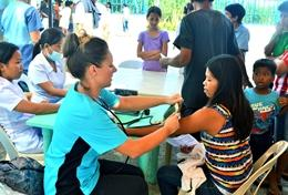 In Medical Outreach - Kampagnen überprüfen wir regelmäßig den Gesundheitszustand der Gemeindemitglieder, wobei du uns mit deiner Freiwilligenarbeit in deinen Schulferien helfen kannst.