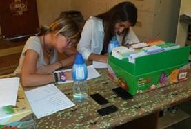 Im Sprachkurs erlernst du Samoanisch mit verschiedenen Lernmaterialien wie Vokabelkarten.